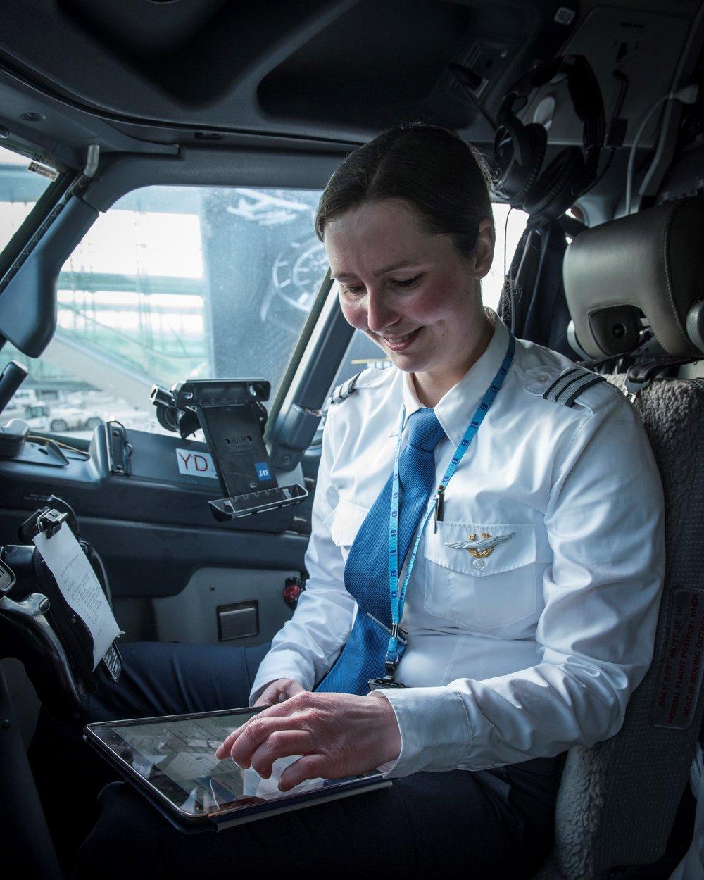 Susan Østberg i cockpit                                Foto: Anette Skutevik