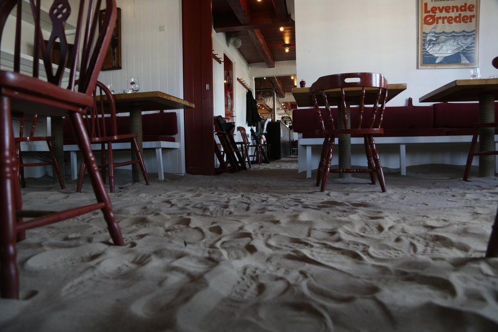 Det spesielle gulvet på Skagens Fiskerestaurant glemmer du ikke.  Foto: Odd Roar Lange