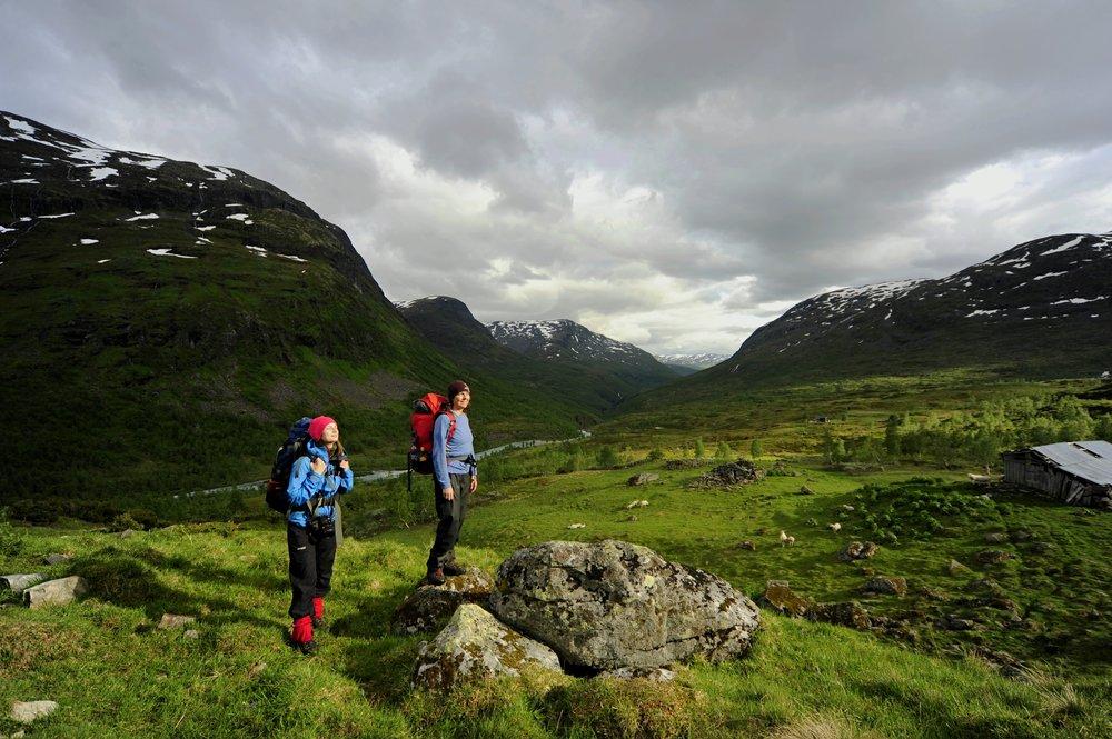 På vei til Skogadalsbøen.                    Foto: Sindre Thoresen Lønnes/DNT