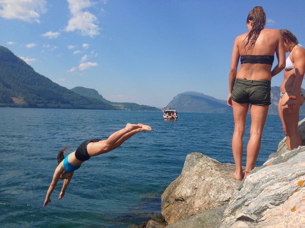 Kast deg i sjøen - hvis du tør                            Foto: Odd Roar Lange