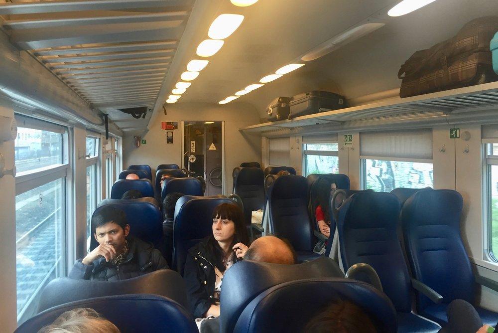 Kos deg på toget. Ikke ta med mer bagasje enn du er helt sikker på å trenge. Foto: Odd R Lange