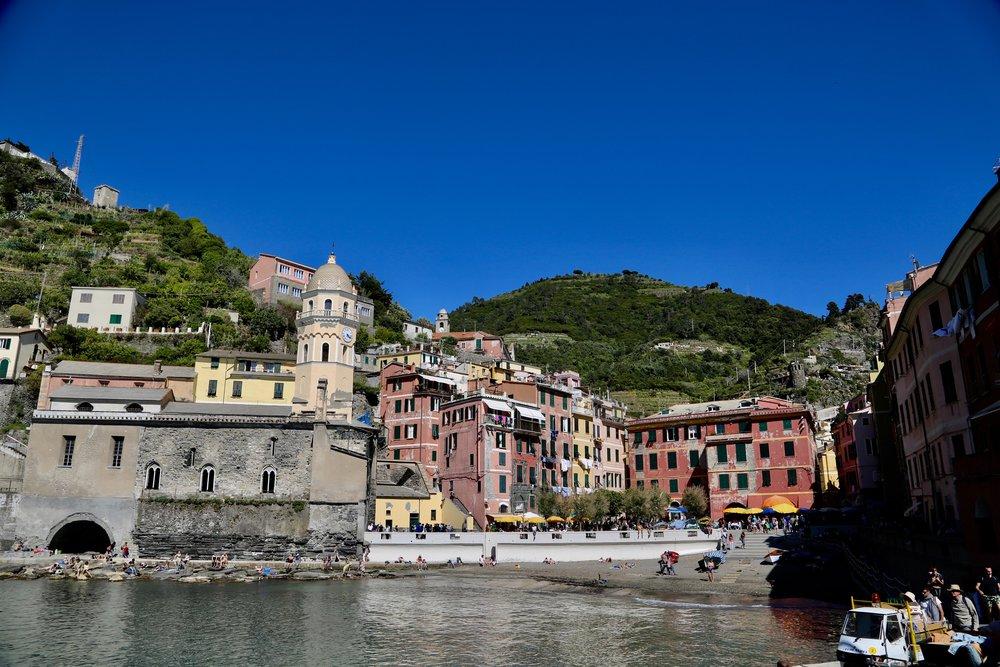 Dra til Italia. Opplev gjerne Cinque Terre - men det kan bli mye folk her i høysesongen. Foto: Odd Roar Lange