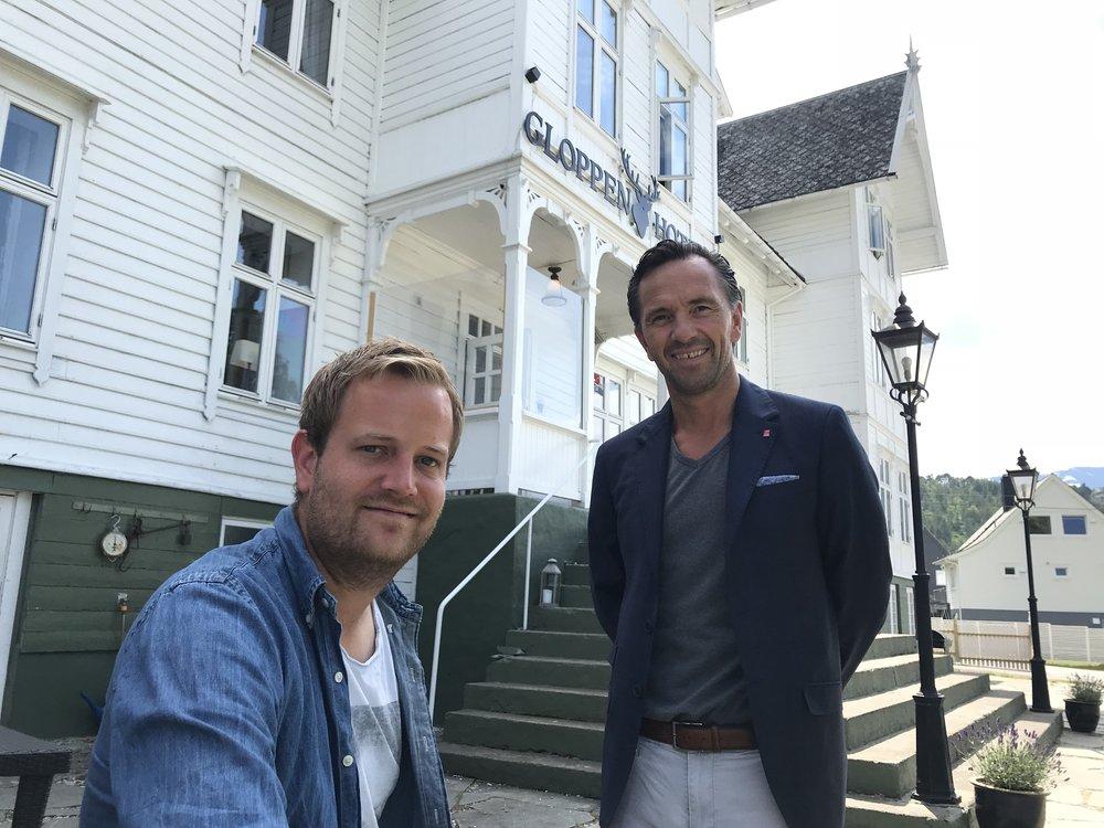 Preben Moen og administrerende direktør i Classic Norway, Terje Hatlen Stokke på dagen for overtagelsen av hotellet. 1. juni 2018.