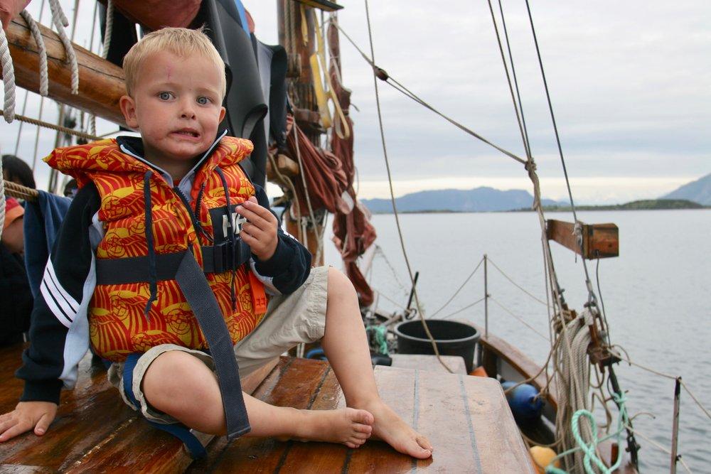 Dra til sjøs, men husk redningsvesten.               Foto: Odd Roar Lange