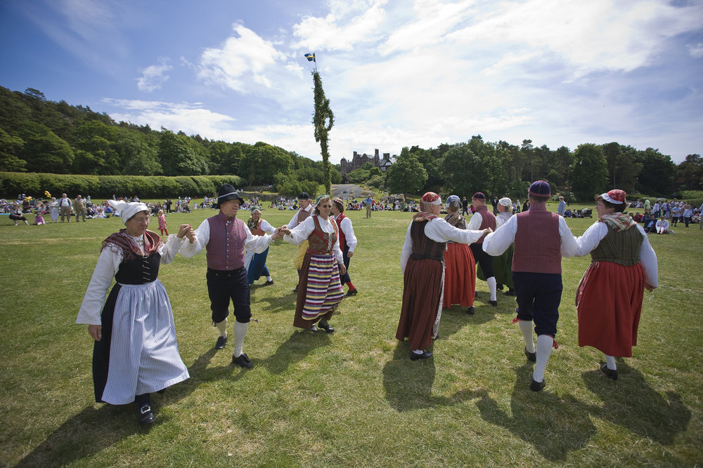Midtsommerfeiring på Tjolöholms slott i Halland. Foto: Thomas Carlén/Visit Sweden