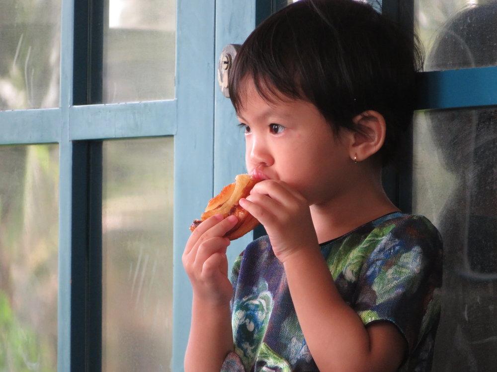 Gode holdninger skapes allerede når barna er små. Så får vi voksne sørge for å gå foran med gode eksempler.                                  Foto: Odd Roar Lange