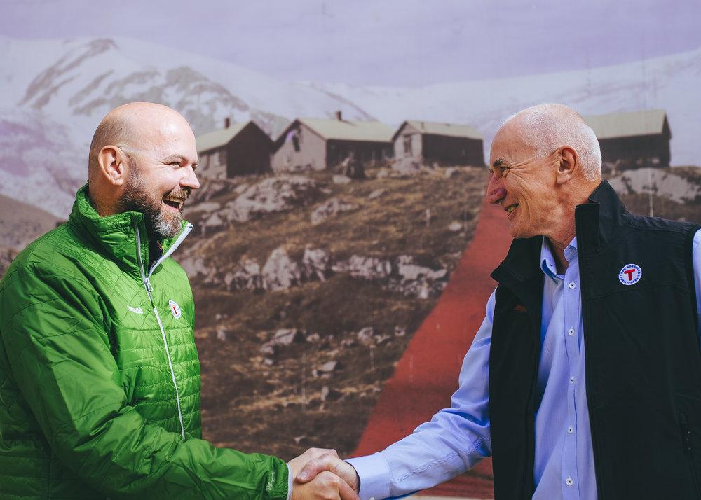 Per Hanasand (th) er svært fornøyd med at Dag Terje Klarp Solvang tar jobben som ny generalsekretær i DNT.         Foto:Marius Dalseg Sætre/Turistforeningen