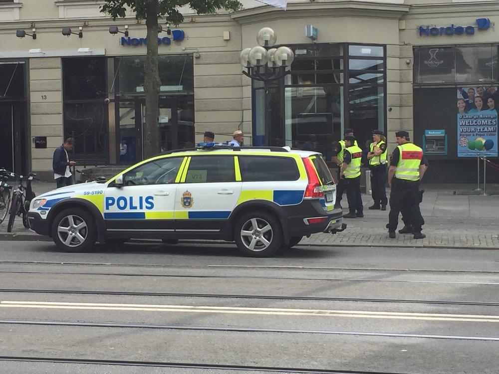 Svensk politi er på vakt når sommerferien starter.    Foto: Odd Roar Lange