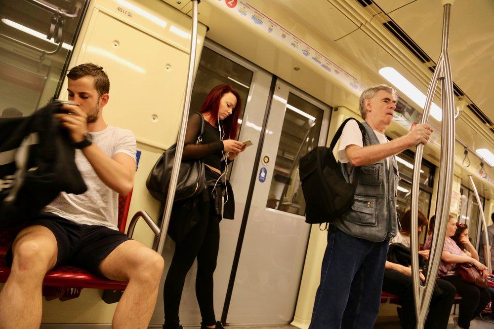 Sørg for en ekstra datapakke på telefonen og bruk 4G/3G når du er på ferie i Europa i sommer. Foto: Odd Roar Lange