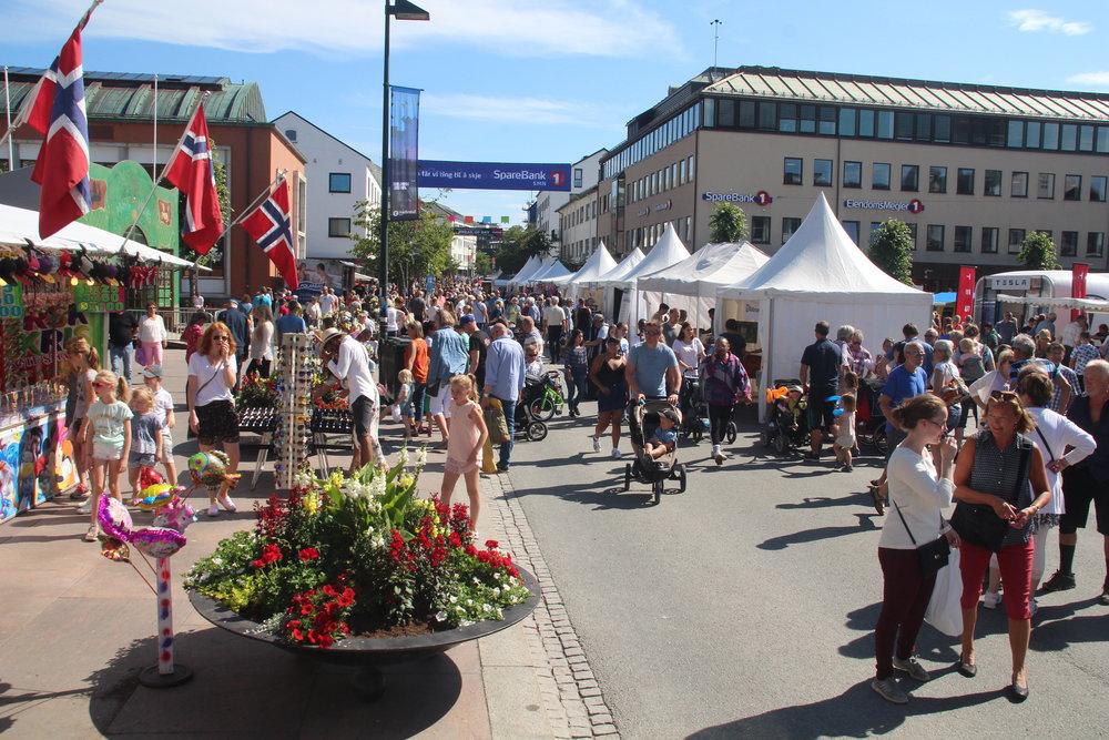 Moldejazz er mer enn musikk. Salg og folkeliv utgjør navet i Sommer-Molde. Det er vanskelig å se for seg uke 29 uten Moldejazz. Foto: Jakob Lange