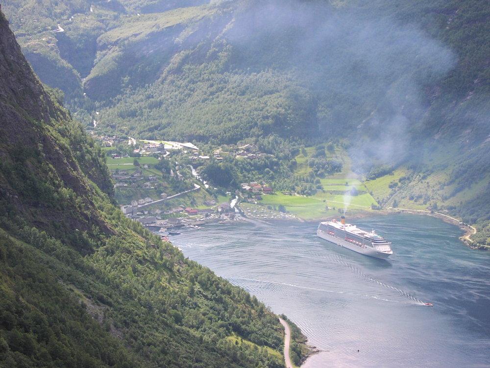 Deilig er fjorden. Synd vi ikke kan si det samme om lufta.  Foto: Leserbilde