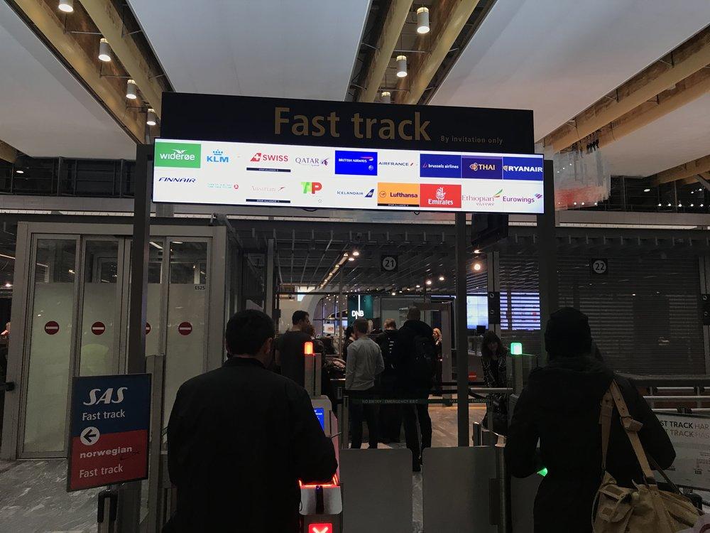 Du kan kjøpe deg plass til Fast-track. Men i rushtiden er det knapt særlig lønnsomt. Foto: Odd Roar Lange