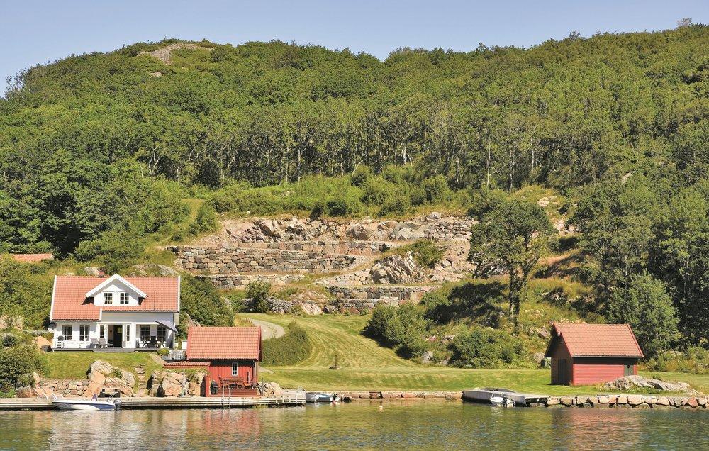 Nordmenn har sterke bånd til hyttene sine.                                 Foto: Novaso l