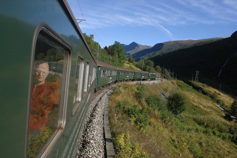 Bruk feriedager i Norge neste sommer. Og gjerne litt utenfor allfarveg, som her: Flåmsbana. Foto: Odd Roar Lange