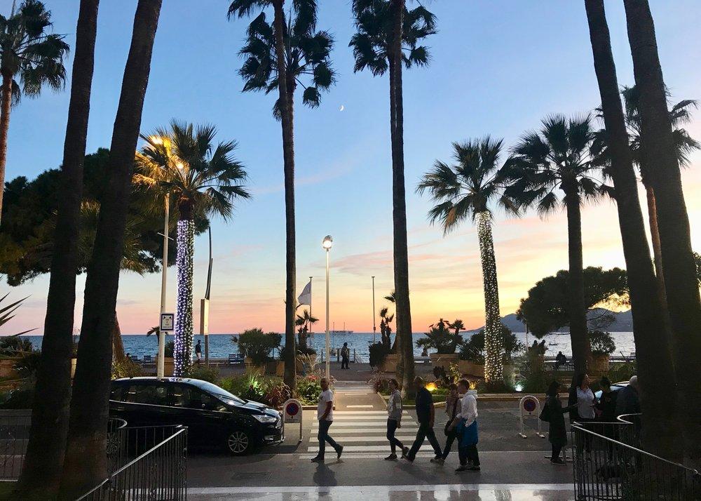 Prøv Cannes og et av de luksuriøse hotellene - som Carlton. Foto: Odd Roar Lange