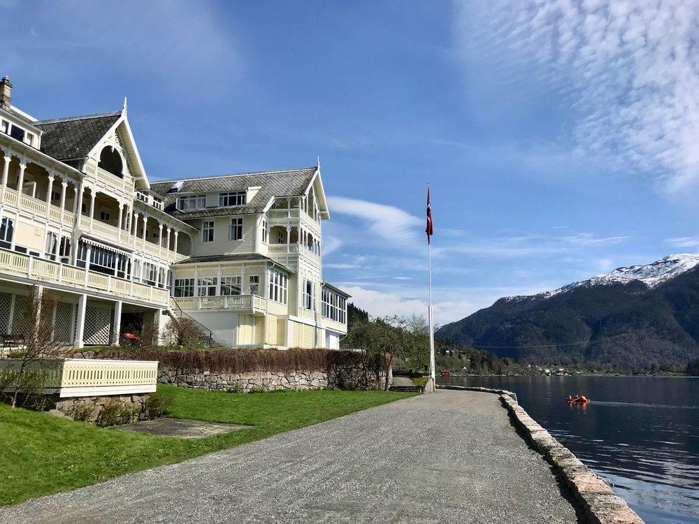 Velkommen til Kviknes Hotel i Balestrand i Sogn og Fjordane. Foto: Odd Roar Lange