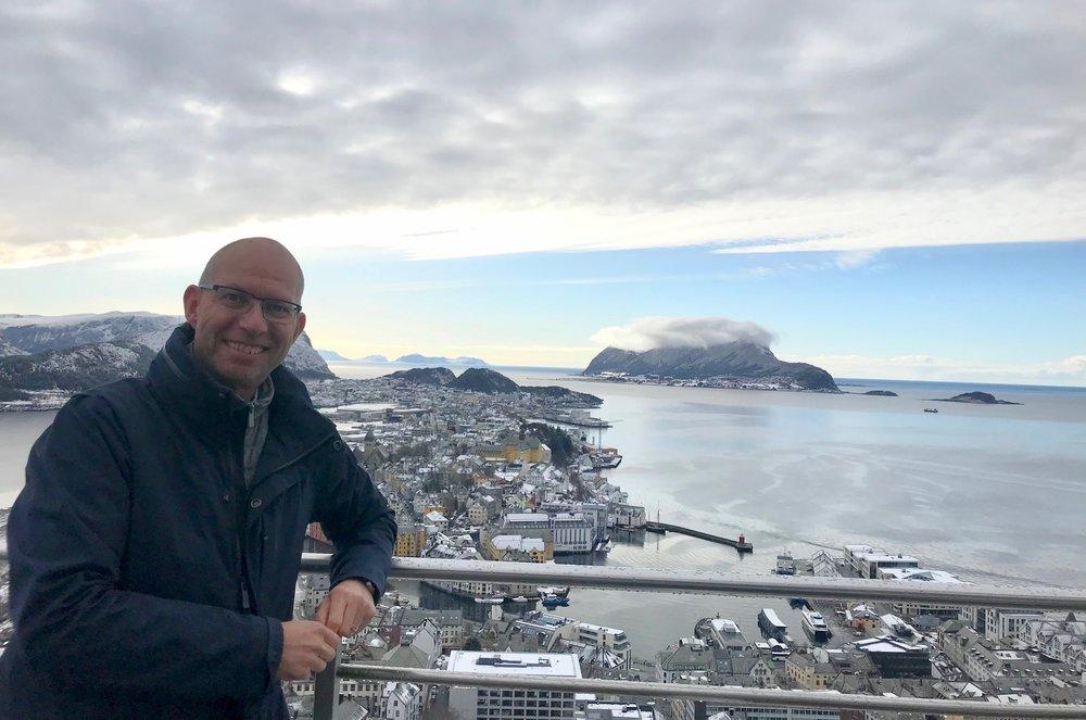 Utsikten fra terrassen på Fjellstua er ike ubetalelig. Du kan betale 200 kroner og se så mye du vil. Foto: Elisa Røtterud.