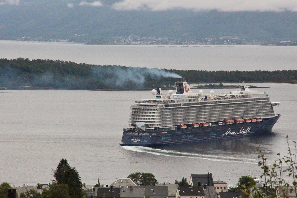 «Mein Schiff« tålte ikke kuling da skipet lå ved havn sommeren 2018. Foto: Odd Roar Lange
