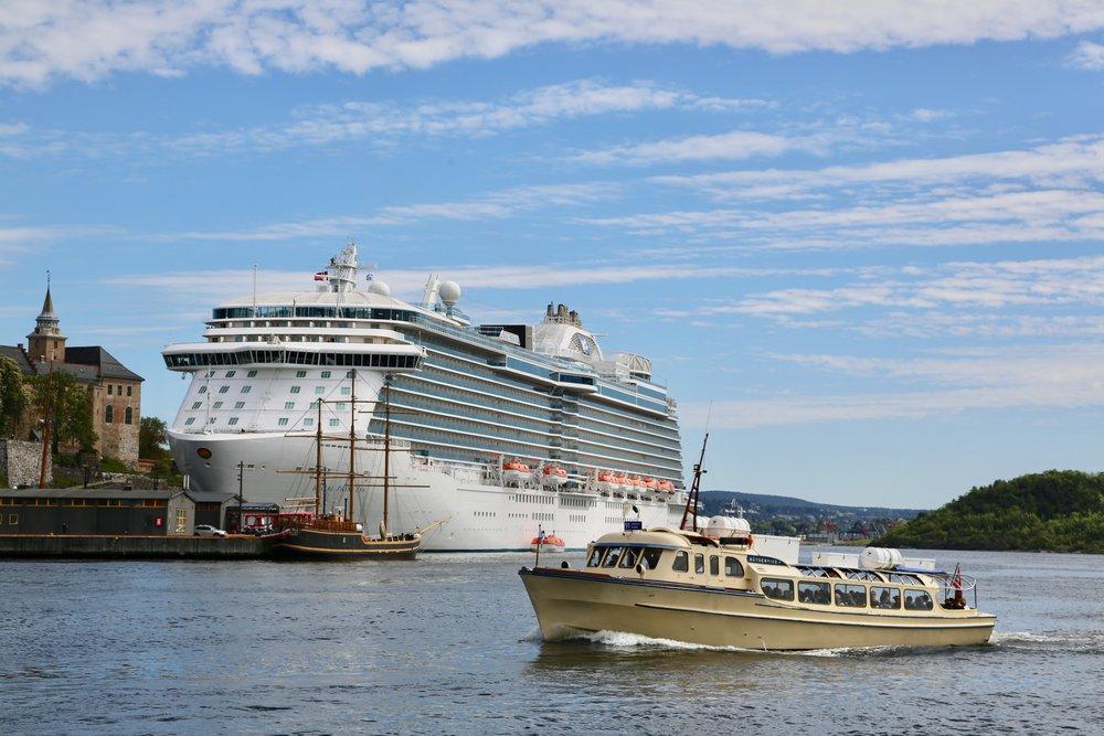 Norske havner designes for monsterskipene - mens naturen ikke er det. Foto: Odd Roar Lange
