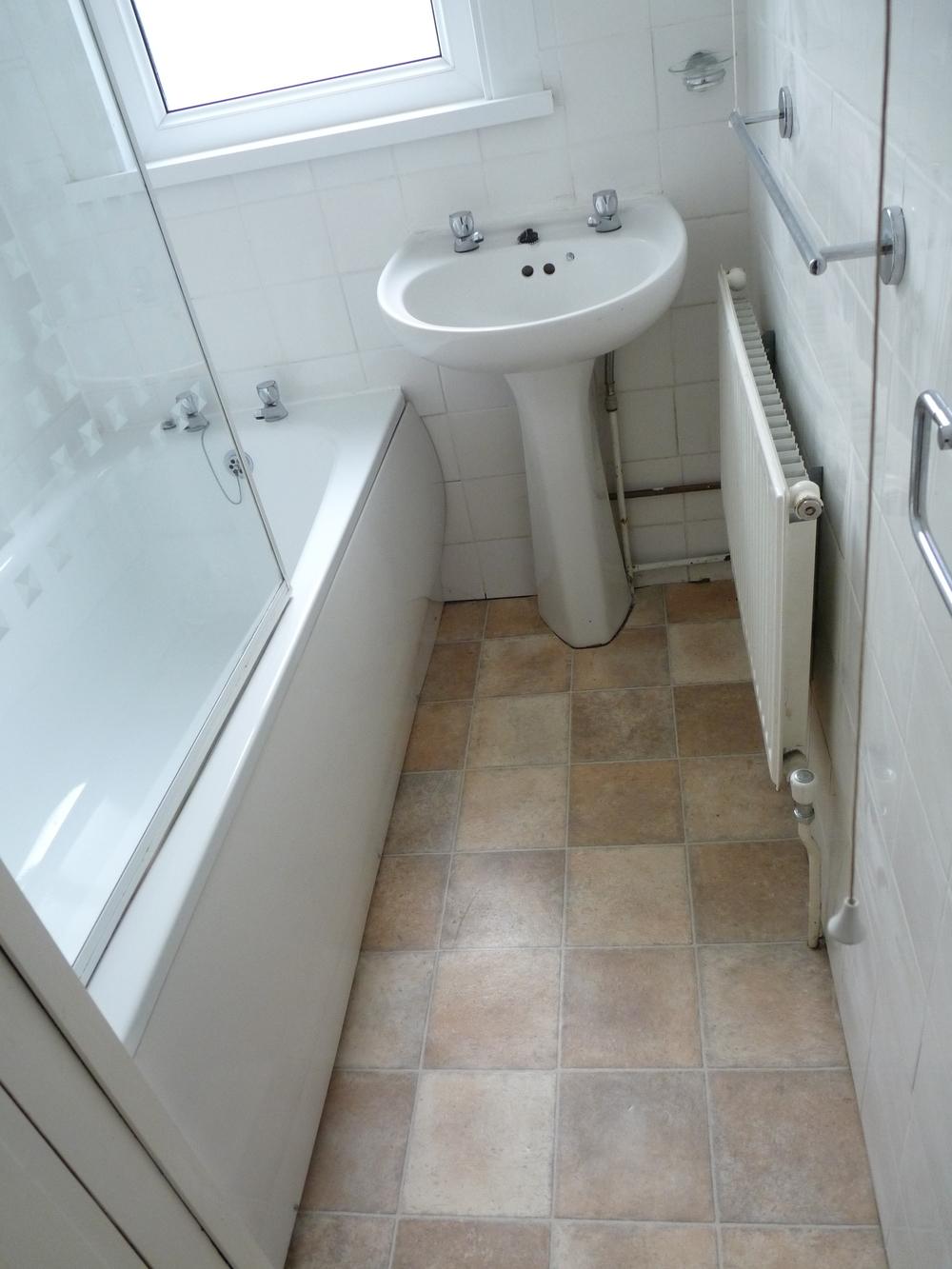 20 Bathroom Upstairs.jpg