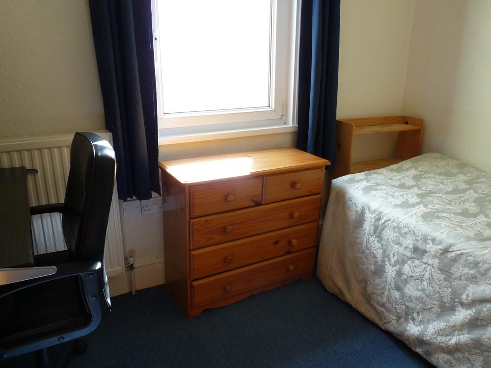 20 Bedroom 3.JPG
