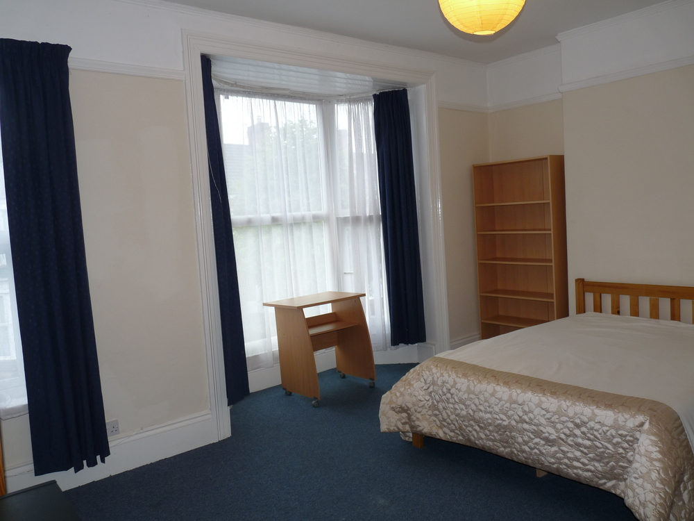 30 Bedroom 1.jpg