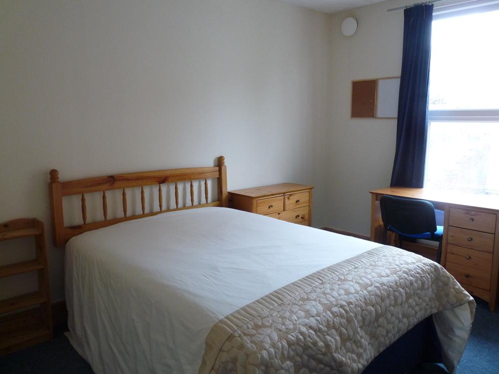 30 Bedroom 3.jpg