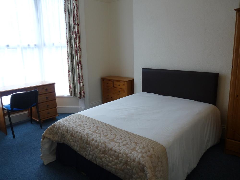 30 Bedroom 5.jpg