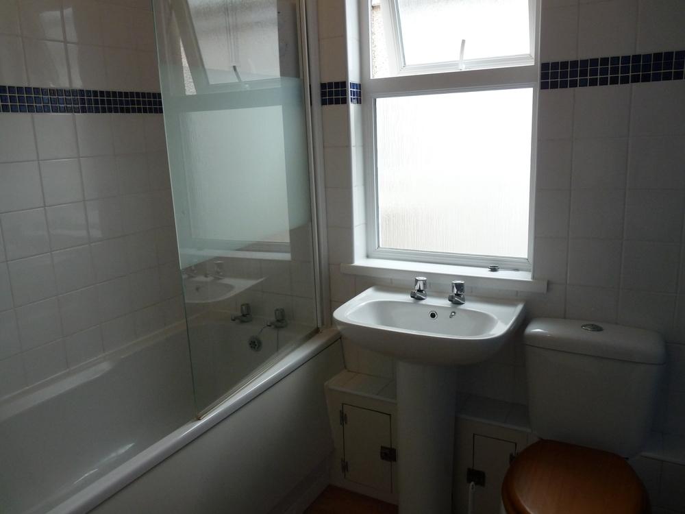 30 Small Bathroom.jpg