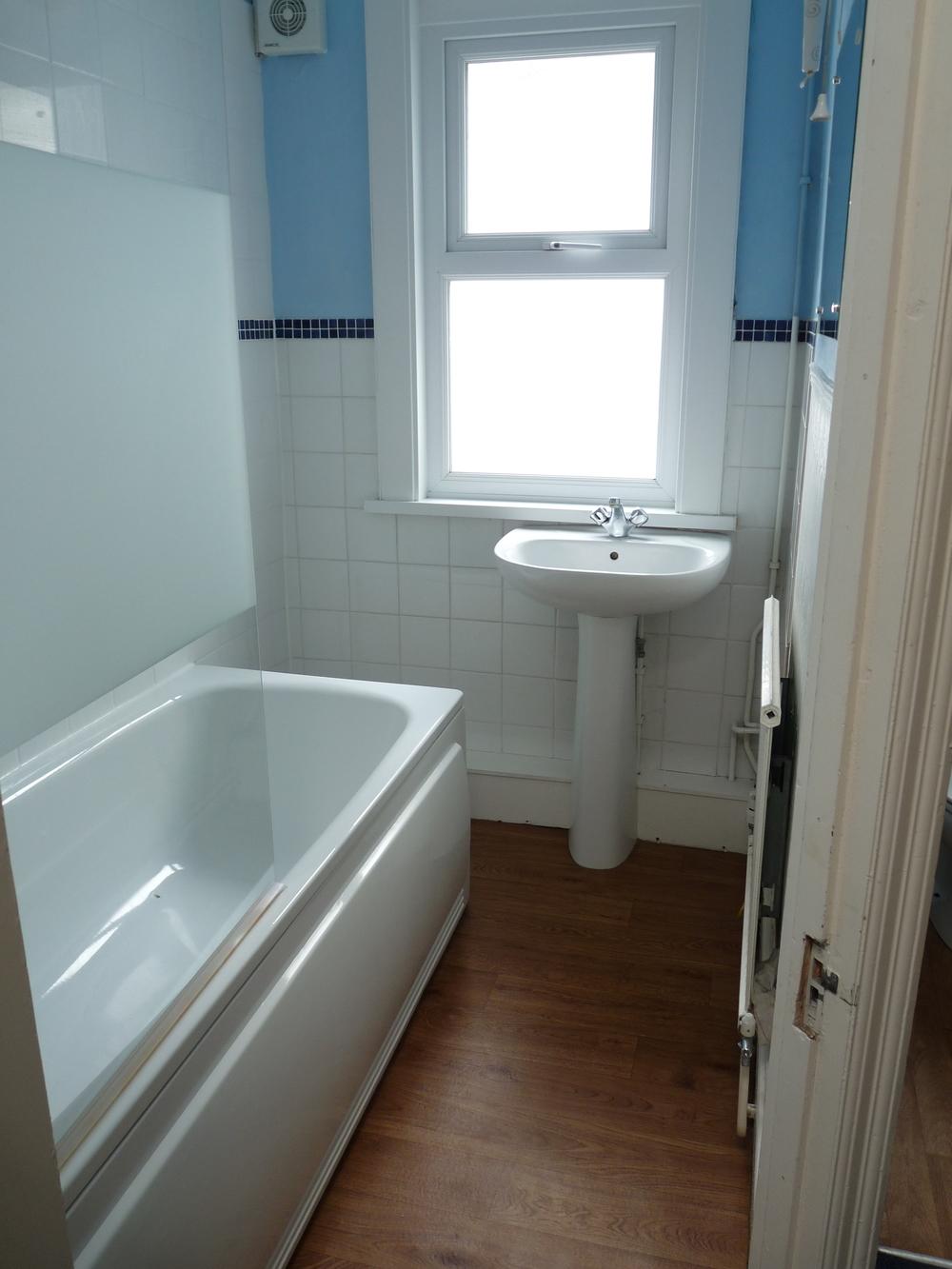 53 Small Bathroom.JPG