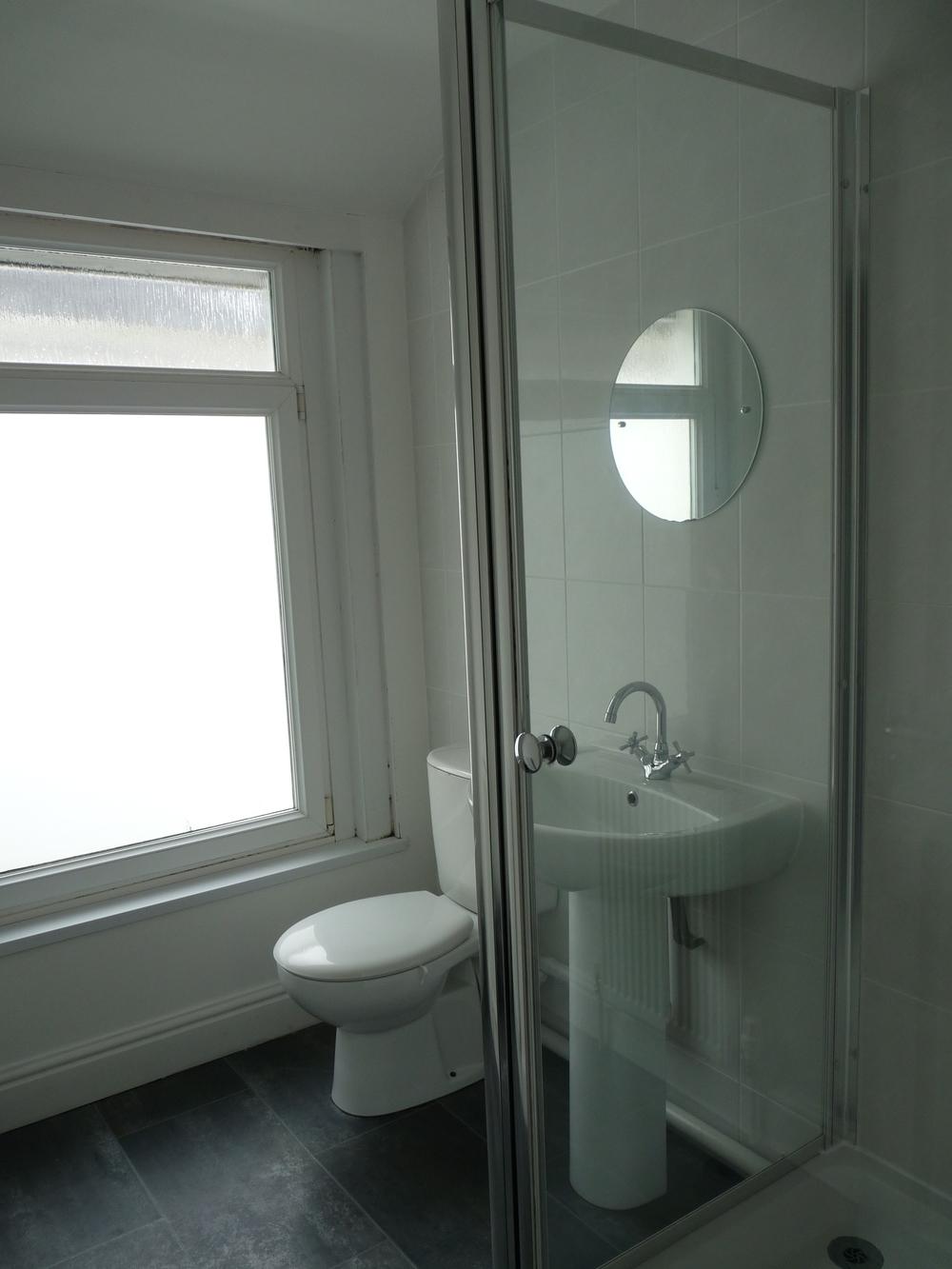 181 Bathroom 1.JPG