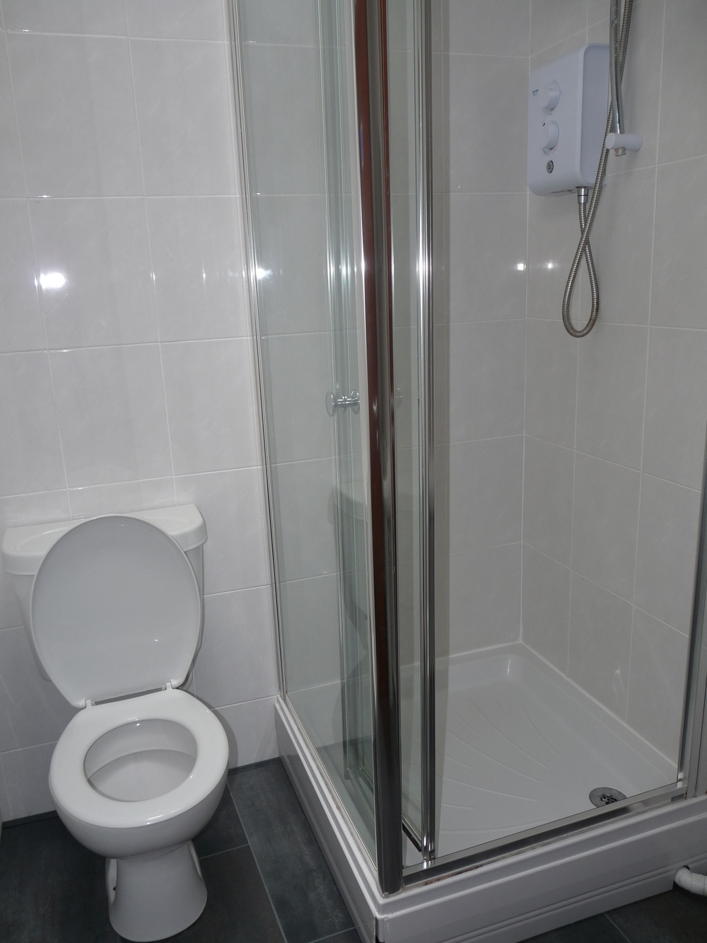 181 Bathroom 2.JPG