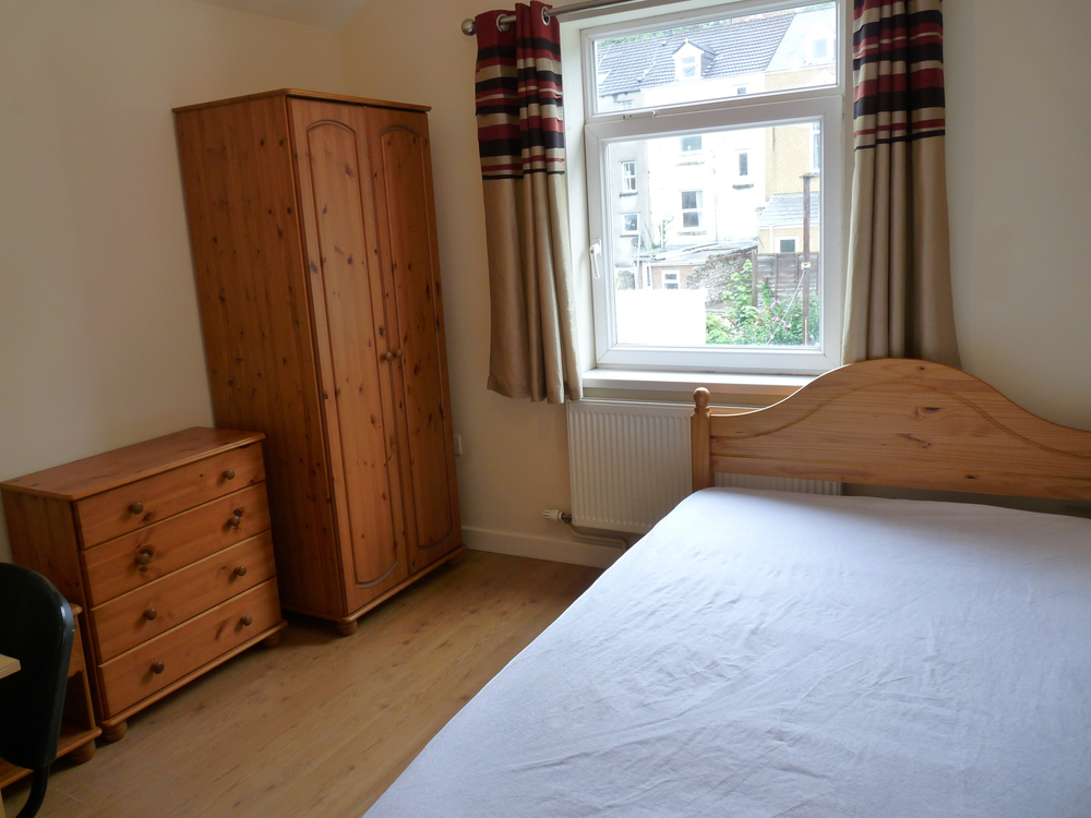 181 Bedroom 1.JPG