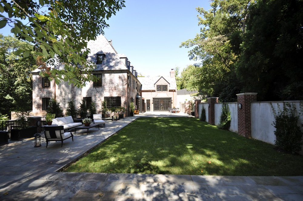 2446-Belmont-Road-NW-Washington-DC-Obamas-New-Home-Backyard-1200x797.jpg