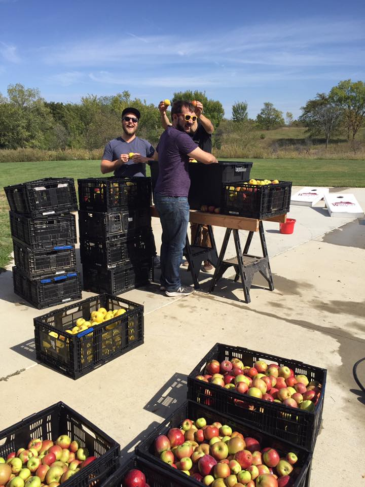 guys pressing apples.jpg