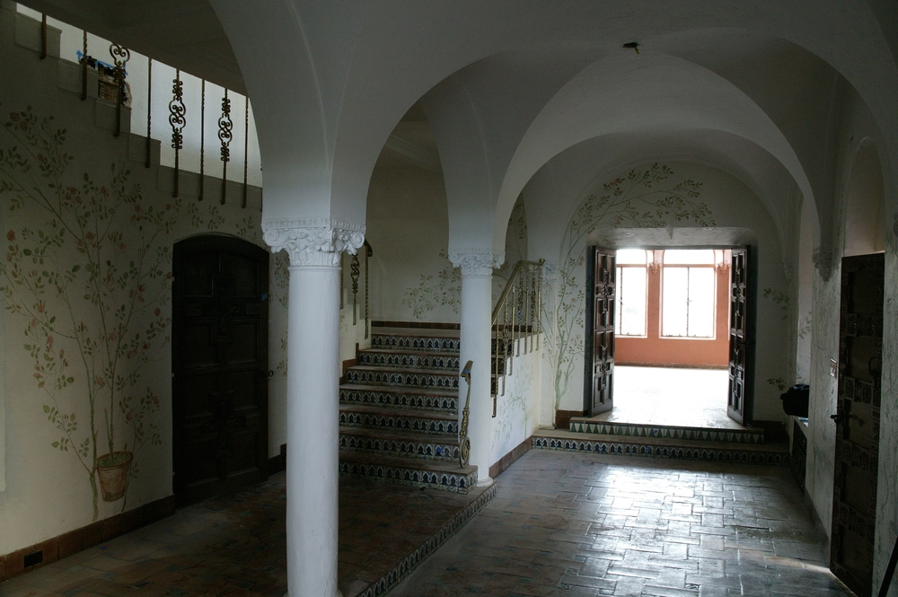 entry-hall-before.jpg