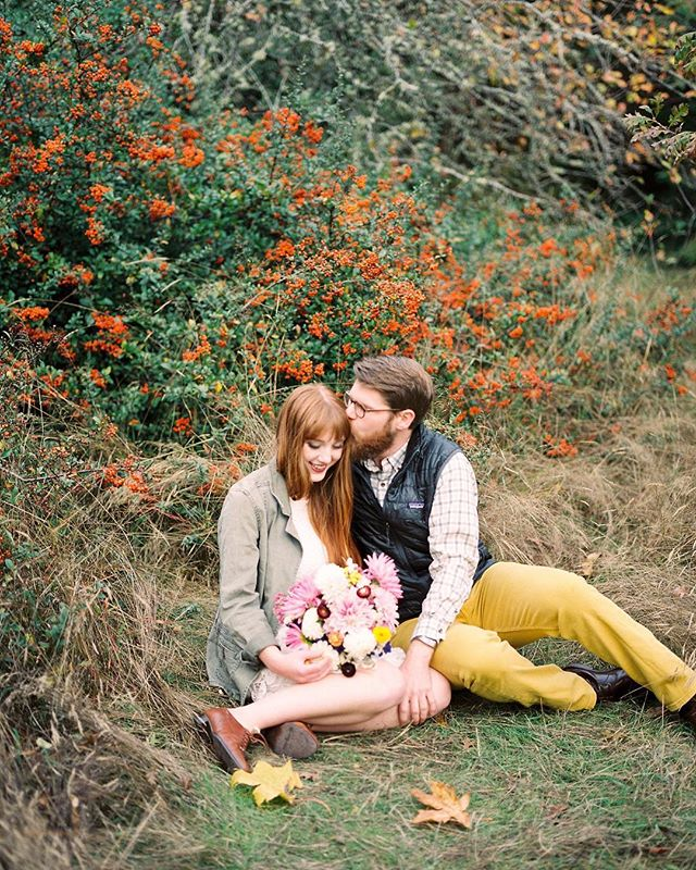 This adorable couple is one the blog today and if your looking for all the fall feels your going to want to check out this blog post!! I shot this entire session on film and Seattle in the fall looks good on film!!