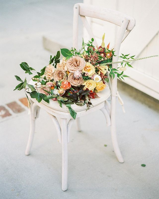 Beautiful fall florals in a chair... can't go wrong with that!! I am busy preparing to host Thanksgiving what are you up to on this beautiful fall Monday morning?! . Photography @heatherandersonphotography Film @thefindlab  Mentorship host: @mink_photography Venue: @lombardihouse Floral Design: @penelopepotsfloraldesign Master Designer: @perfecttheevent Gown: @sarahseven Rentals: @bakerparty Tabletop Rentals: @cherishedrentals Fine Linen: @latavolalinen Model: @willowmodels @itstaylorpaige Calligraphy + Paper Goods: @fawnlettering  Jewelry: @susiesaltzman  Shoes: @bellabelleshoes Beauty: @thefaceofbeautyus Ring Box: @the_mrs_box Silk Runner + Invitation Styling Silk: @tonoandco Bouquet Silk: @silkandwillow