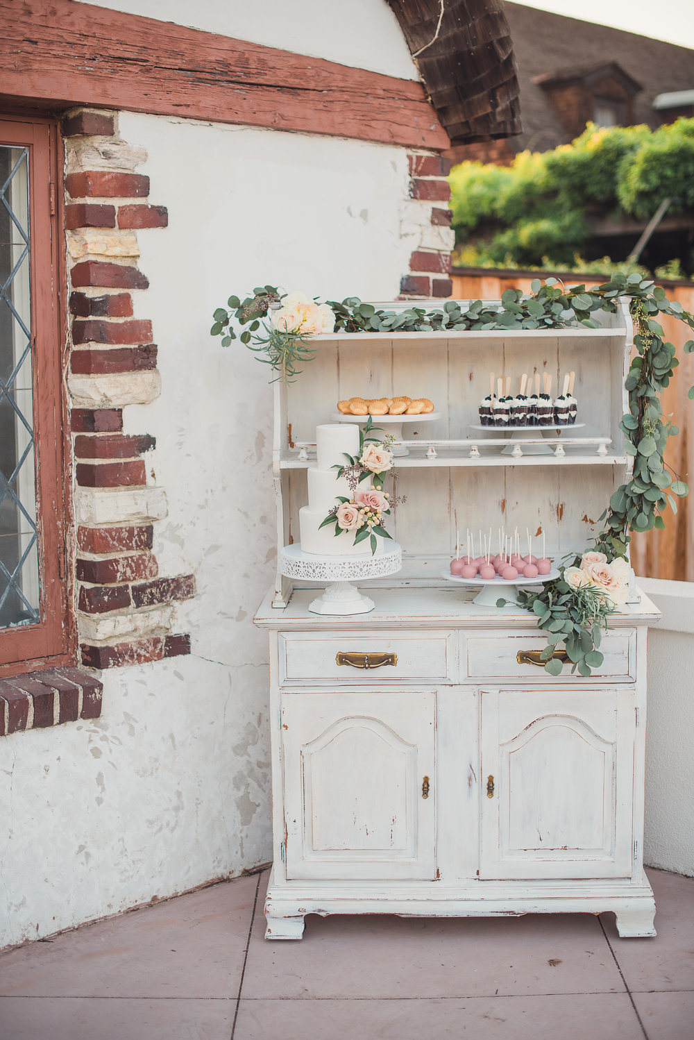 Shabby White Hutch - (1)