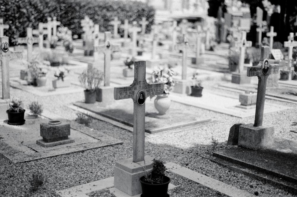 grave_yard.jpg