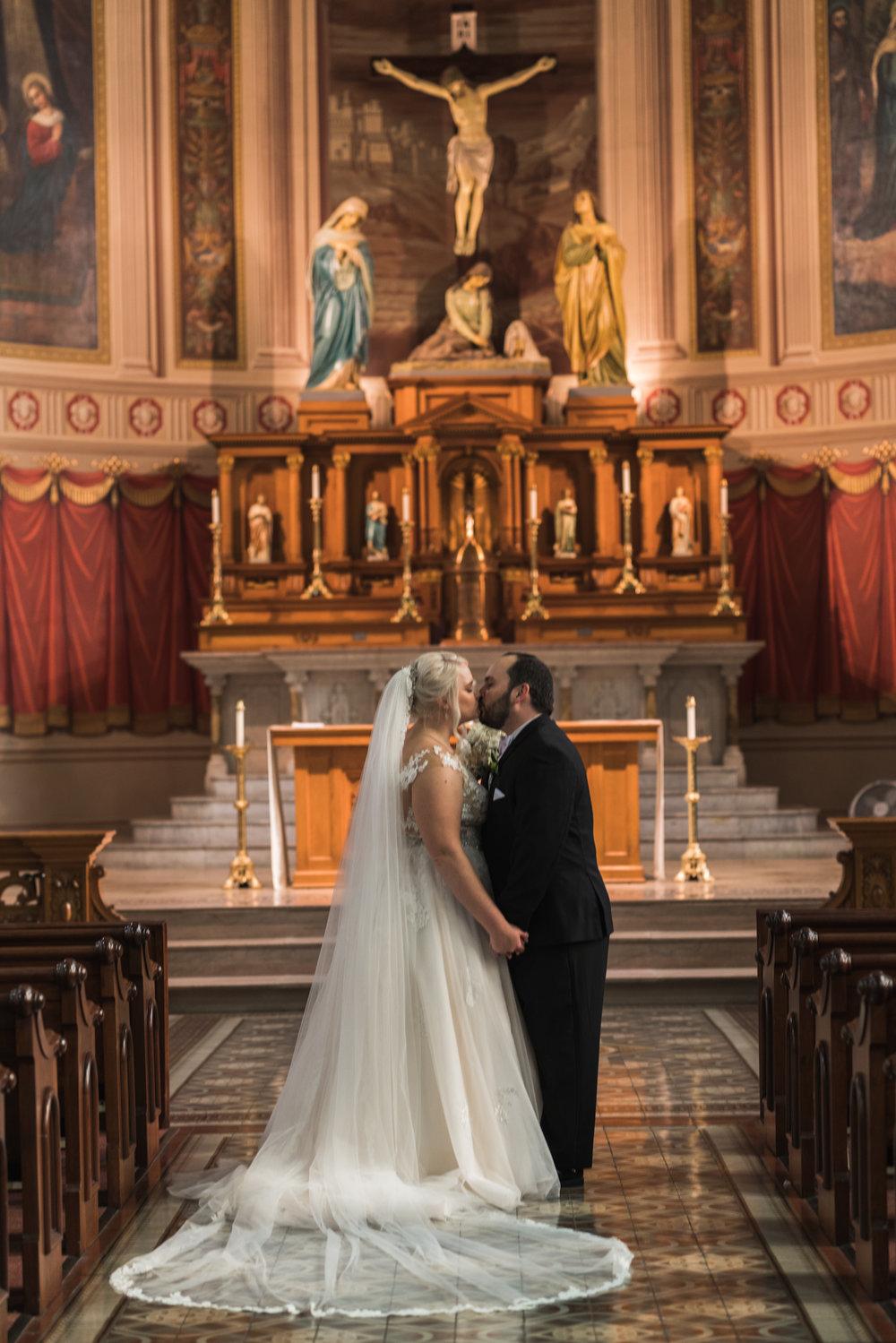 Newport Aquarium Wedding Destination Wedding Photographers Cincinnati-13.jpg