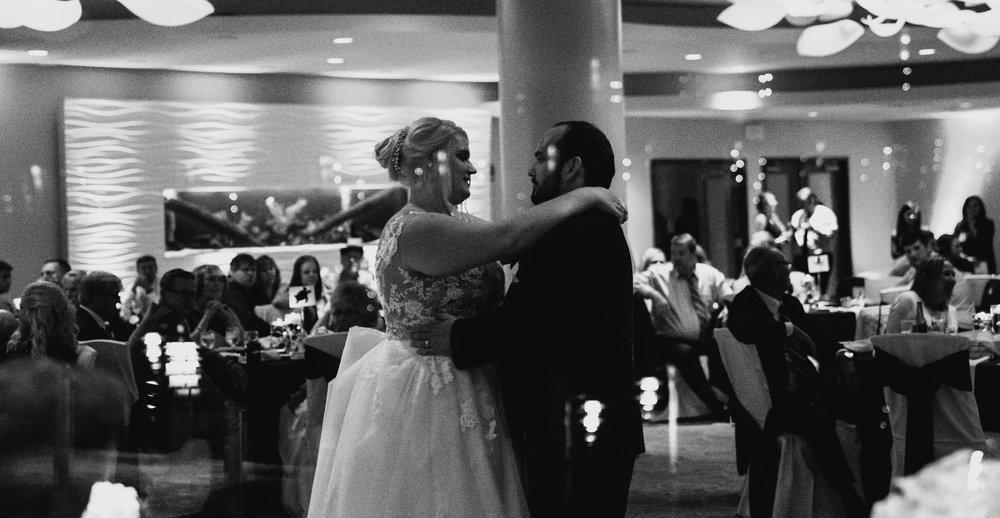 Newport Aquarium Wedding Destination Wedding Photographers Cincinnati-26.jpg