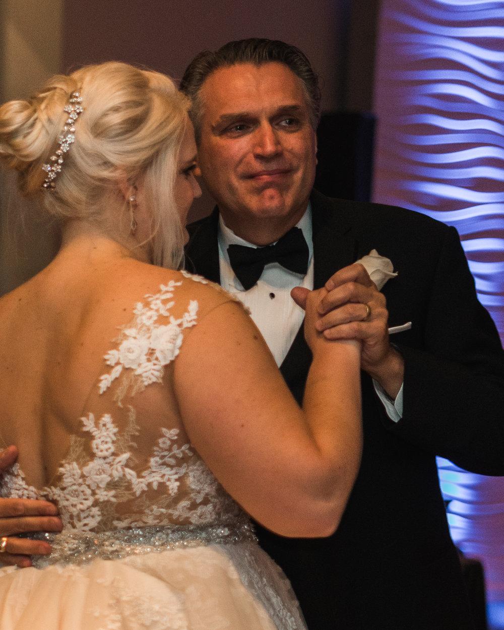 Newport Aquarium Wedding Destination Wedding Photographers Cincinnati-29.jpg