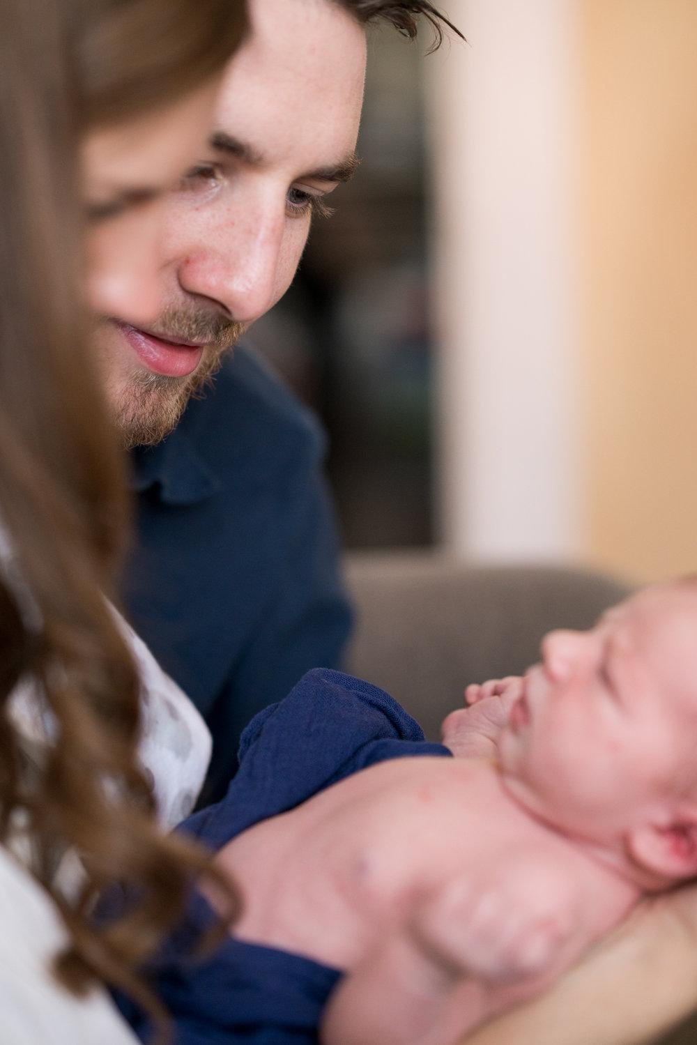 Cincinnati Newborn Lifestyle Photographers-3.jpg