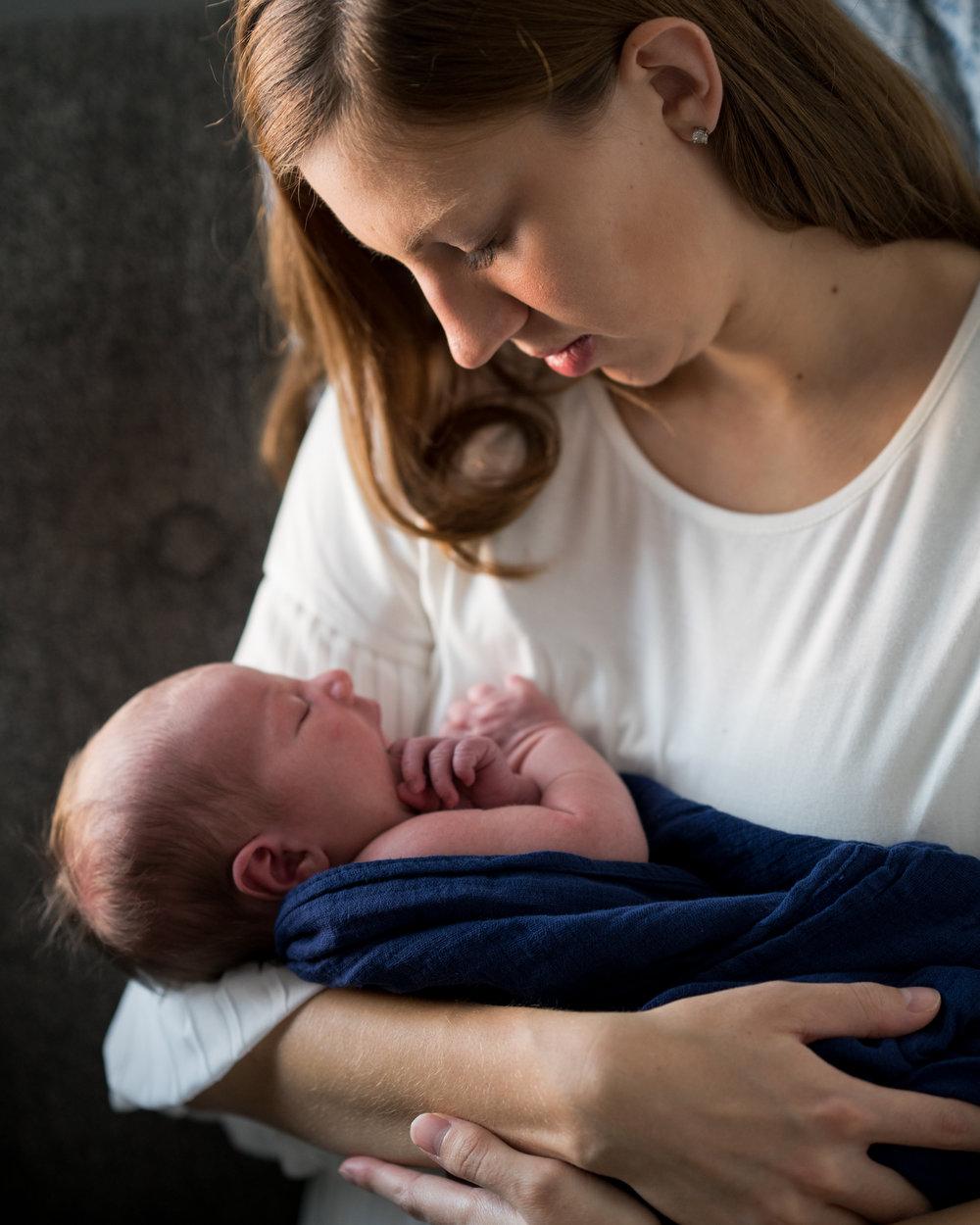 Cincinnati Newborn Lifestyle Photographers-8.jpg