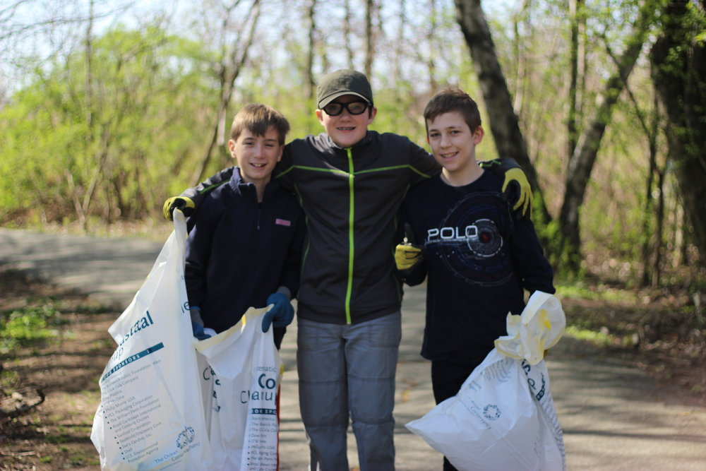 Volunteers at the Earth Day Mystic River Cleanup, 2016.