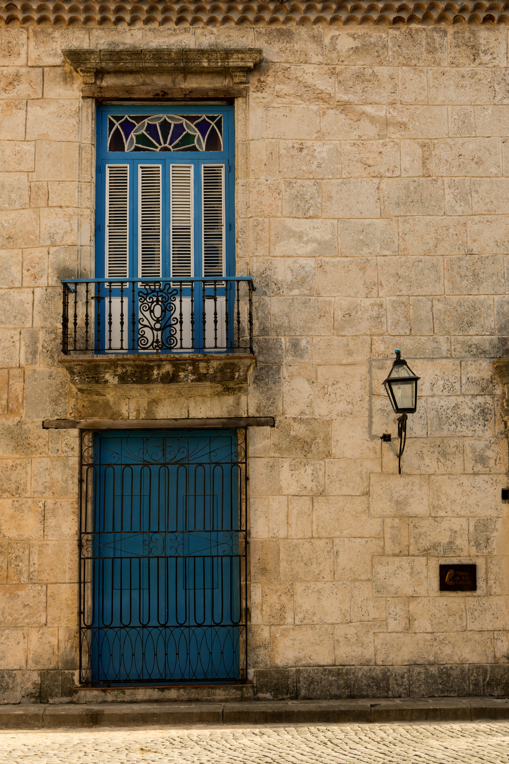 ISO 200 / 35mm / f7.1 / 1/250sec. -   Pretty walls with colourful doors line the streets of Old Havana