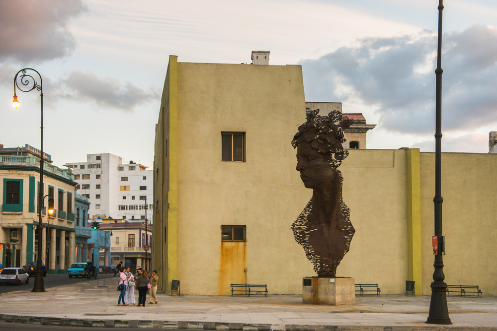 ISO 200 / 31mm / f3.2 / 1/160sec -   Havana is full of interesting sculptures. This was taking across from the Malecon. I particularly like how it is looking down on the tourists.