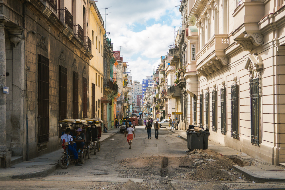 ISO 200 / 40mm / f2.8 / 1/2000sec -   After the revolution, many of Havana's streets and buildings were left to deteriorate. Here you can see on the right a newly renovated building and across from it an abandoned one. Also taken along the Paseo del Prado.