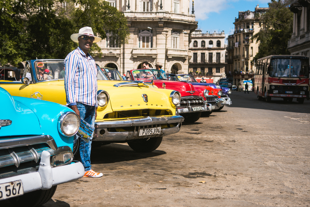 ISO 200 / 35mm / f2.8 / 1/6400sec -   The Paseo del Prado is lined with old American cars. You can drive/ride one for a fee. This is a popular tourist activity in Havana.